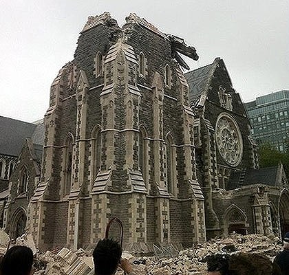 christchurch-cathedral-was-heavily-damaged-in-todays-eathquake-photo-twitter-tesswoolcock